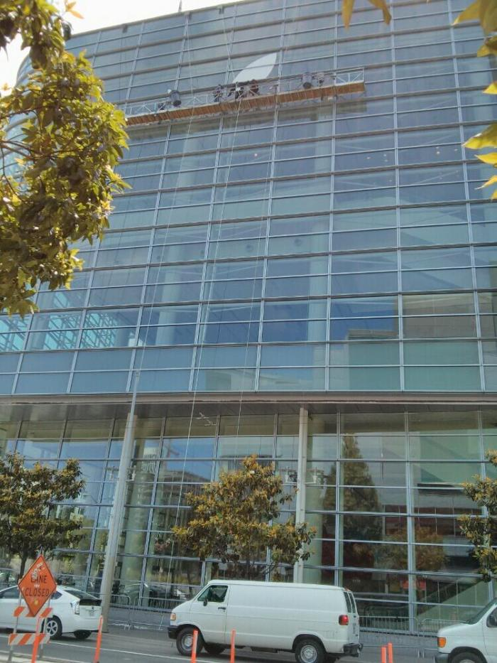 Apple-setting-up-for-WWDC-2013-Ahmed-Essam-001