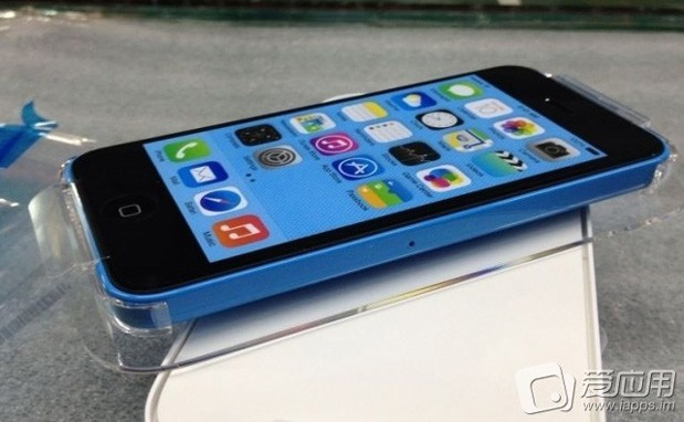 Blue-iPhone-5C-packaging-closeup