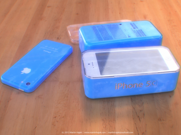 iPhone-5C-blue-packaging-Martin-Hajek-003
