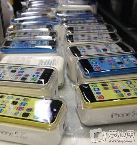 iPhone-5C-packaged-blue-white-yellow