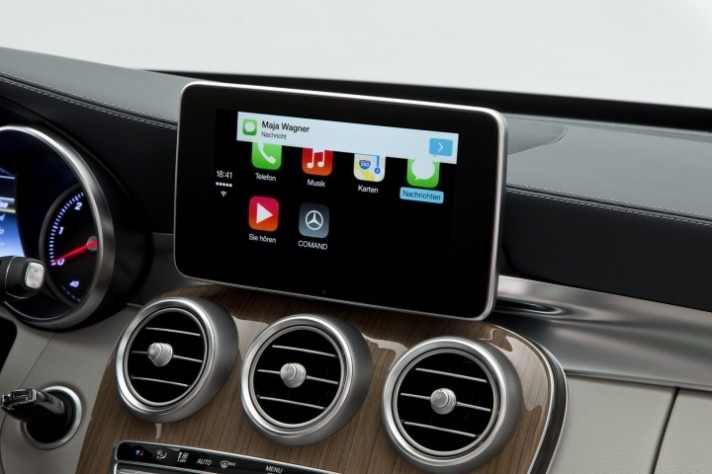 Mercedes-Benz-CarPlay-003