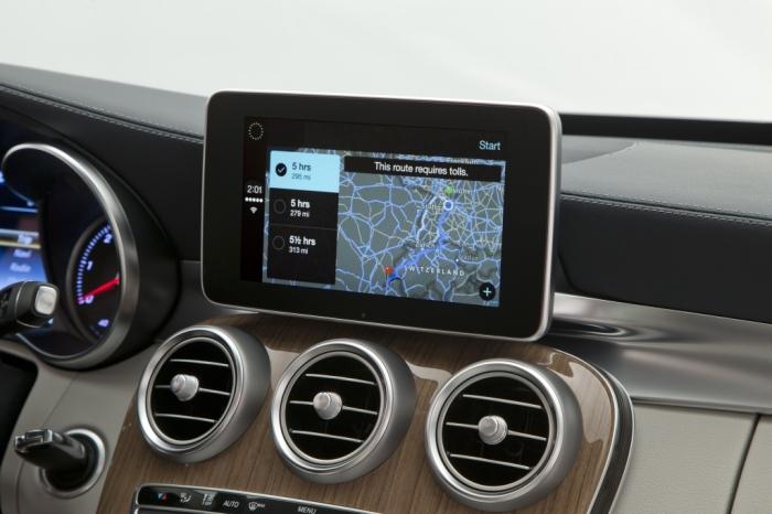Mercedes-Benz-CarPlay-005