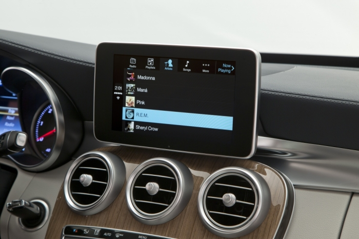 Mercedes-Benz-CarPlay-007