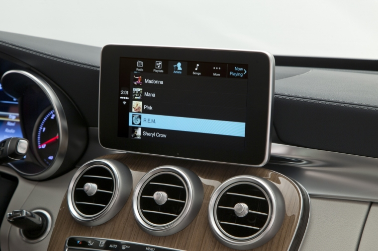Mercedes-Benz-CarPlay-007